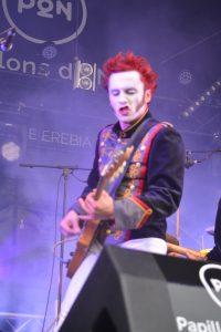 Felix le guitariste à la crinière rouge