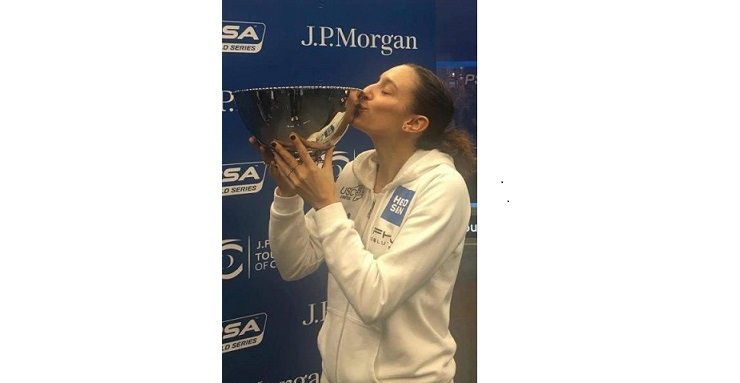 Camille Serme embrasse son trophée
