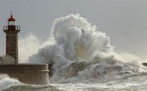 le littoral ne fut pas en reste avec des pointes attisants des vagues submersions