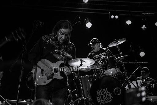 Neal Black and The Healers en concert