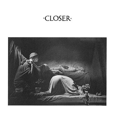 La tombe de la famille Appiani du cimetière italien de Staglieno en pochette de l'album Closer