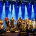 Cahors Blues Festival - Le salut final : Mike Lattrell, Jimmy Montout, JJ Thames, Manu Lanvin, Diabolo, Robet Finley, Nicolas Bellanger, Gaëlle Buswell, Ladell McLin, Paul Personne et Aynsley Lister © Marylène Eytier